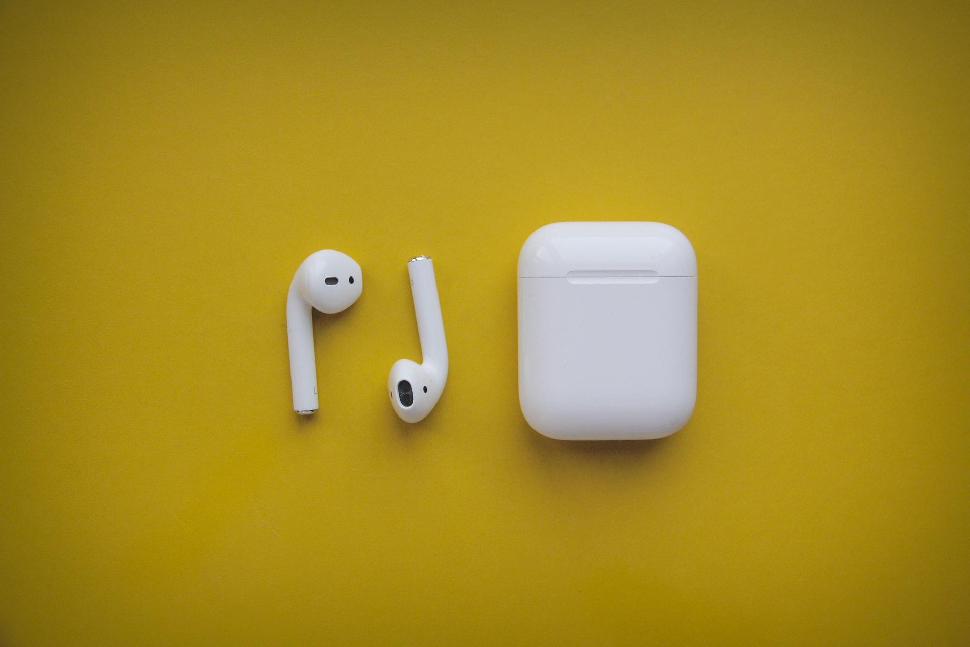 На Apple Airpods пришлось 40% продаж беспроводных наушников в России