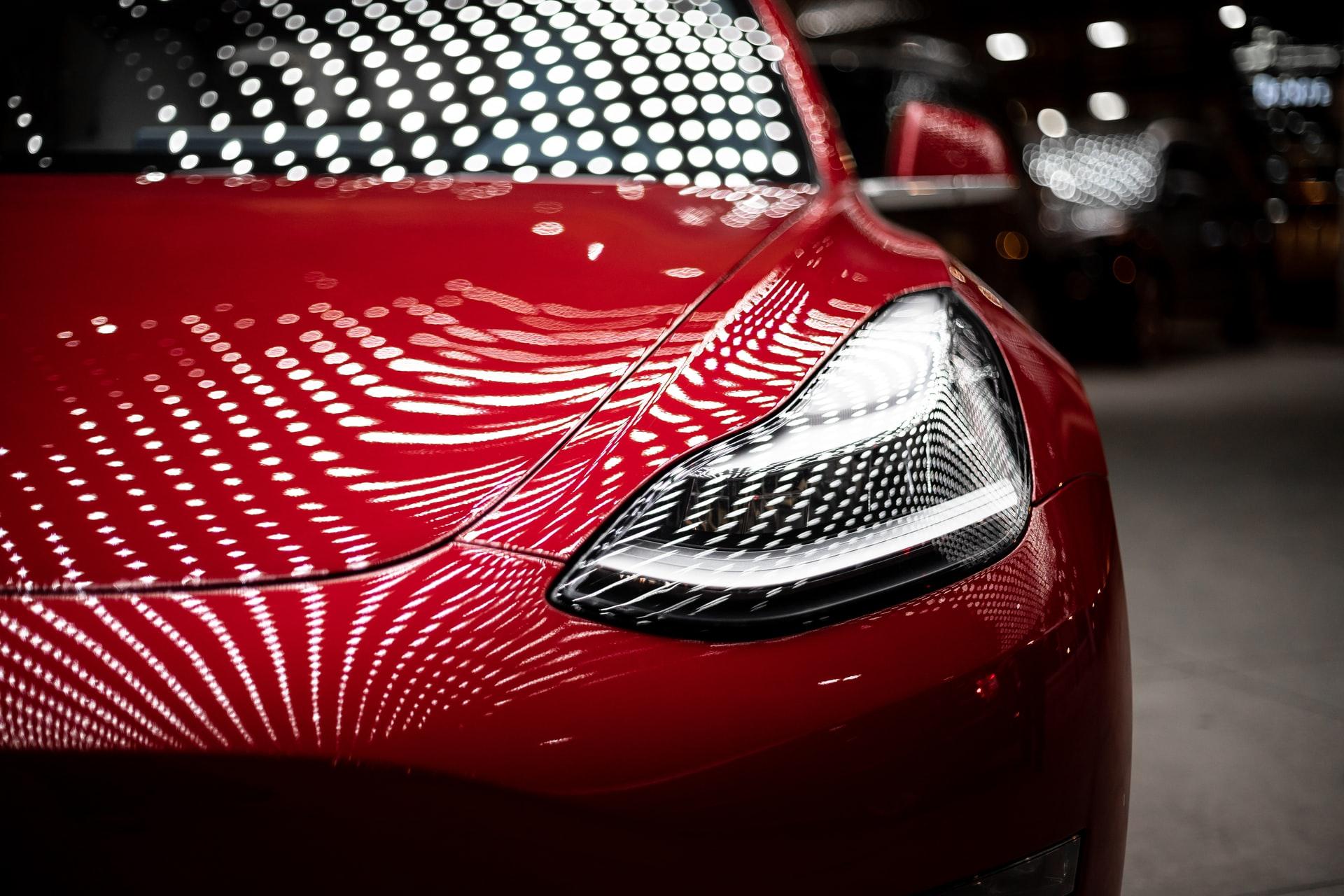 Илон Маск признал несовершенство новейшей версии автопилота Tesla