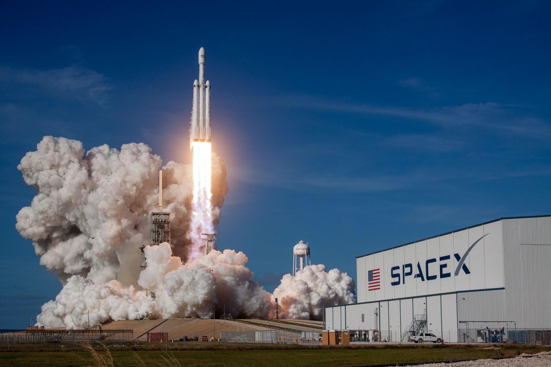 Историческая миссия SpaceX вернулась на Землю